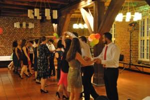 Zu einem richtigen Ball gehört auch der Tanz. Dazu gab es einen kleinen Crashkurs.