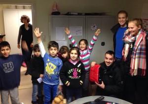 Die Kinder freuten sich riesig über die Geschenke und konnten die Bescherung kaum erwarten.